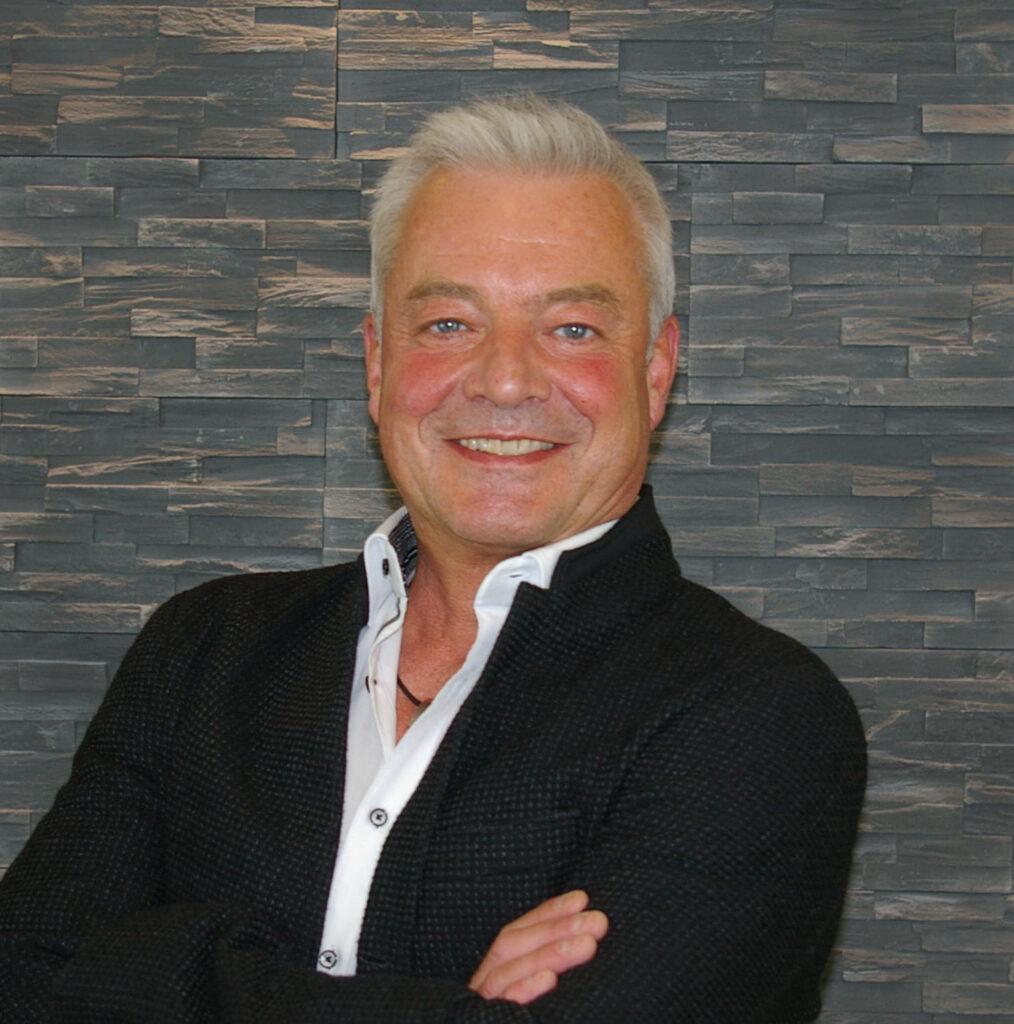 Jörg Heidemann Friseurmeister Gründer des Friseurteams Jörg Heidemann seit 1991 Haarverlängerung- und Verdichtung Farb- und Stilexperte